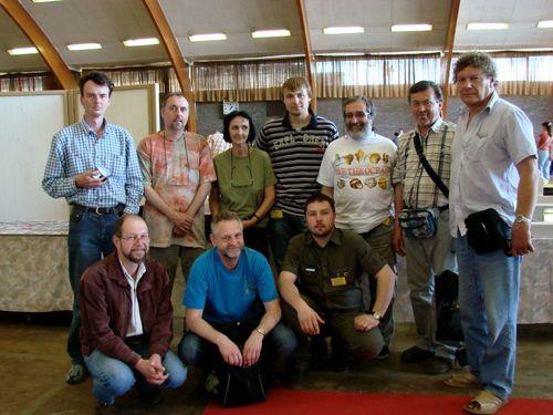 Reprezentanci Czeskiego Klubu Kolekcjonerów Muszli oraz Jarosław Turek obok Prezesa CKSL ? Jaroslava Derki.