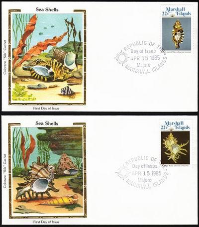 """Marshall Islands, 1985. Pamiątkowe koperty z fragmentem """"muszlowego świata""""."""