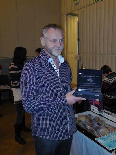 Na tym zdjęciu w dłoniach Prezesa Czeskiego Klubu Miłośników Muszli - Pana Jaroslava Derki.