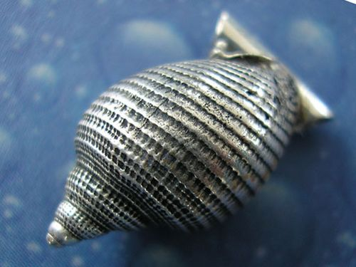 ?Helmschnecke? (Phalium semigranosum). Ag 925; 17,5 mm.